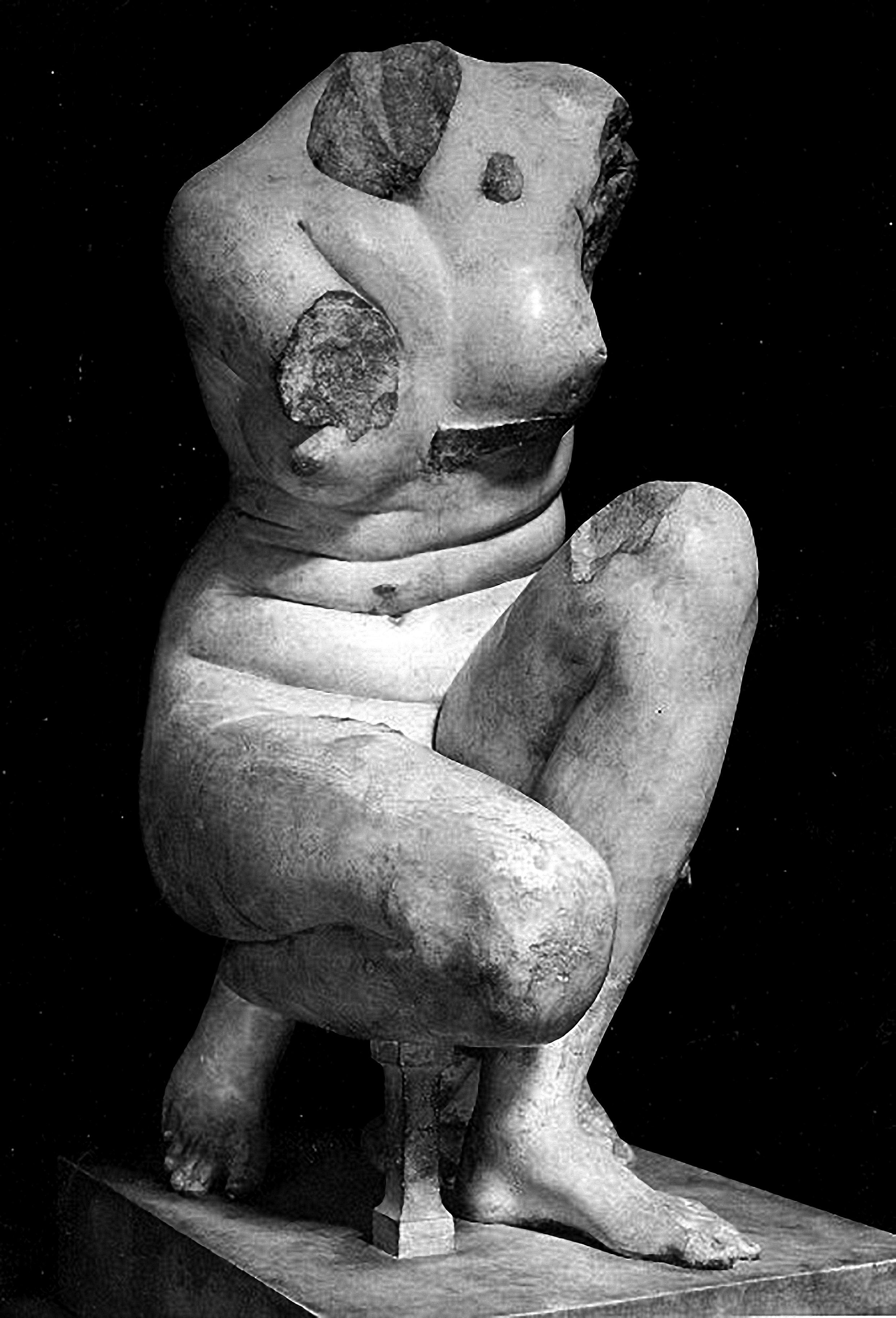 Crouching Aphrodite Sully Room 17, Louvre 1, B