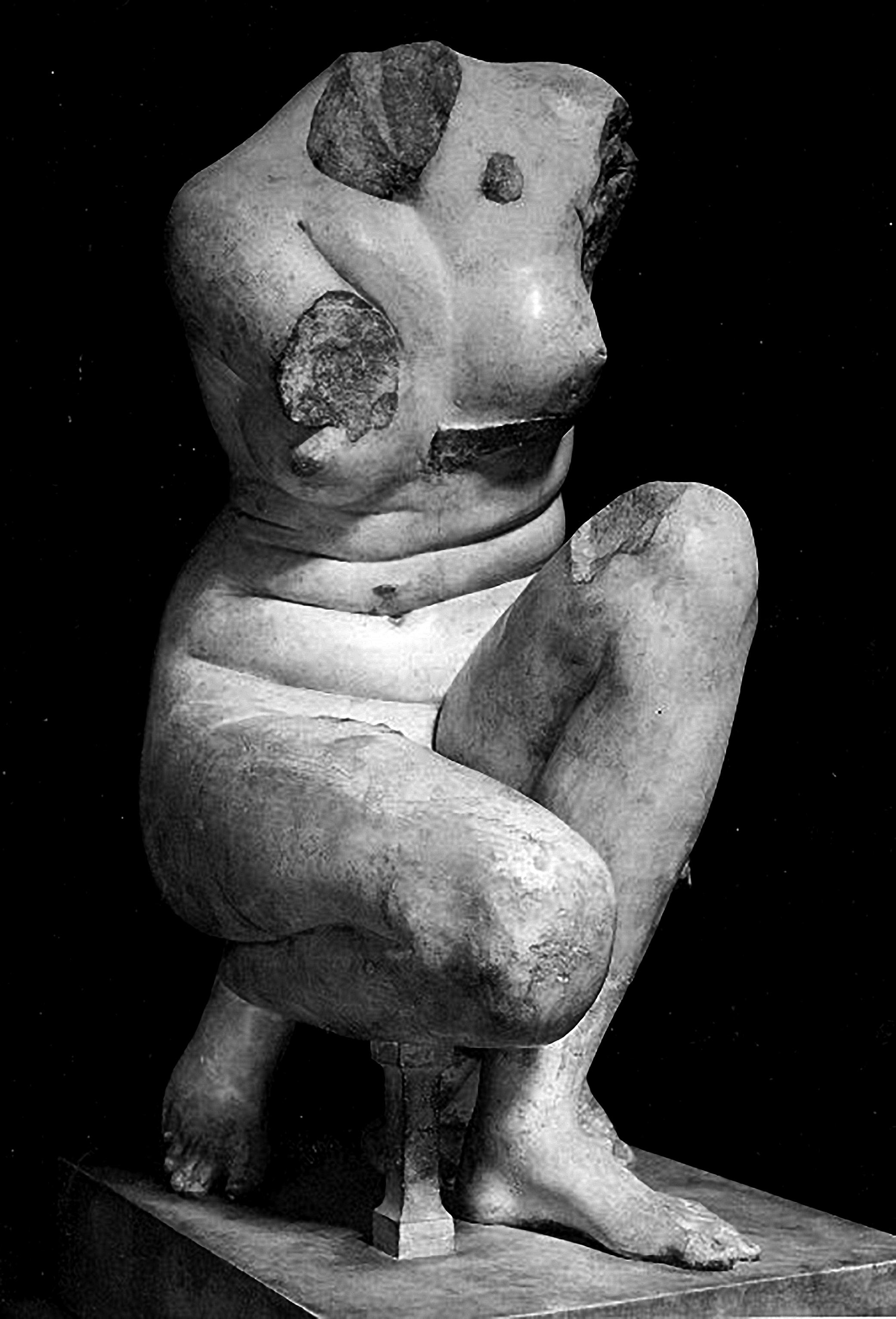 Venus De Vienne Crouching Venus (Aphrodite), Louvre Museum, Paris, France, 1, C