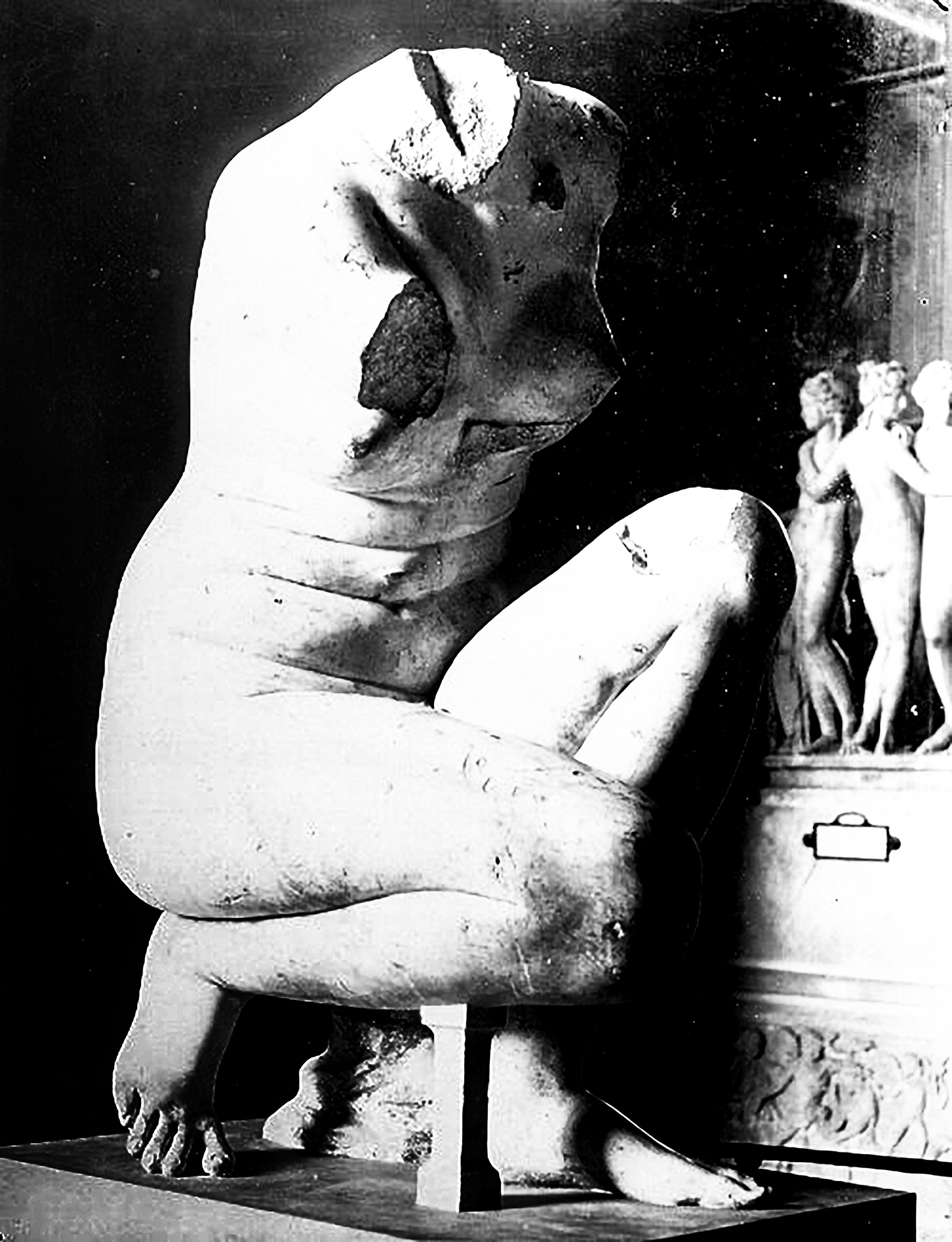 Venus De Vienne Crouching Venus (Aphrodite), Louvre Museum, Paris, France, 1, D