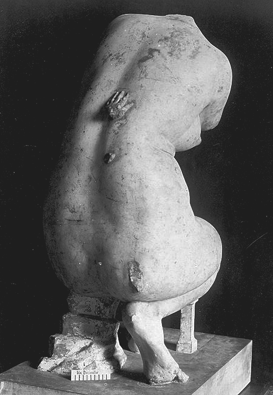 Venus De Vienne Crouching Venus, Louvre Museum, Paris, France, 1, E