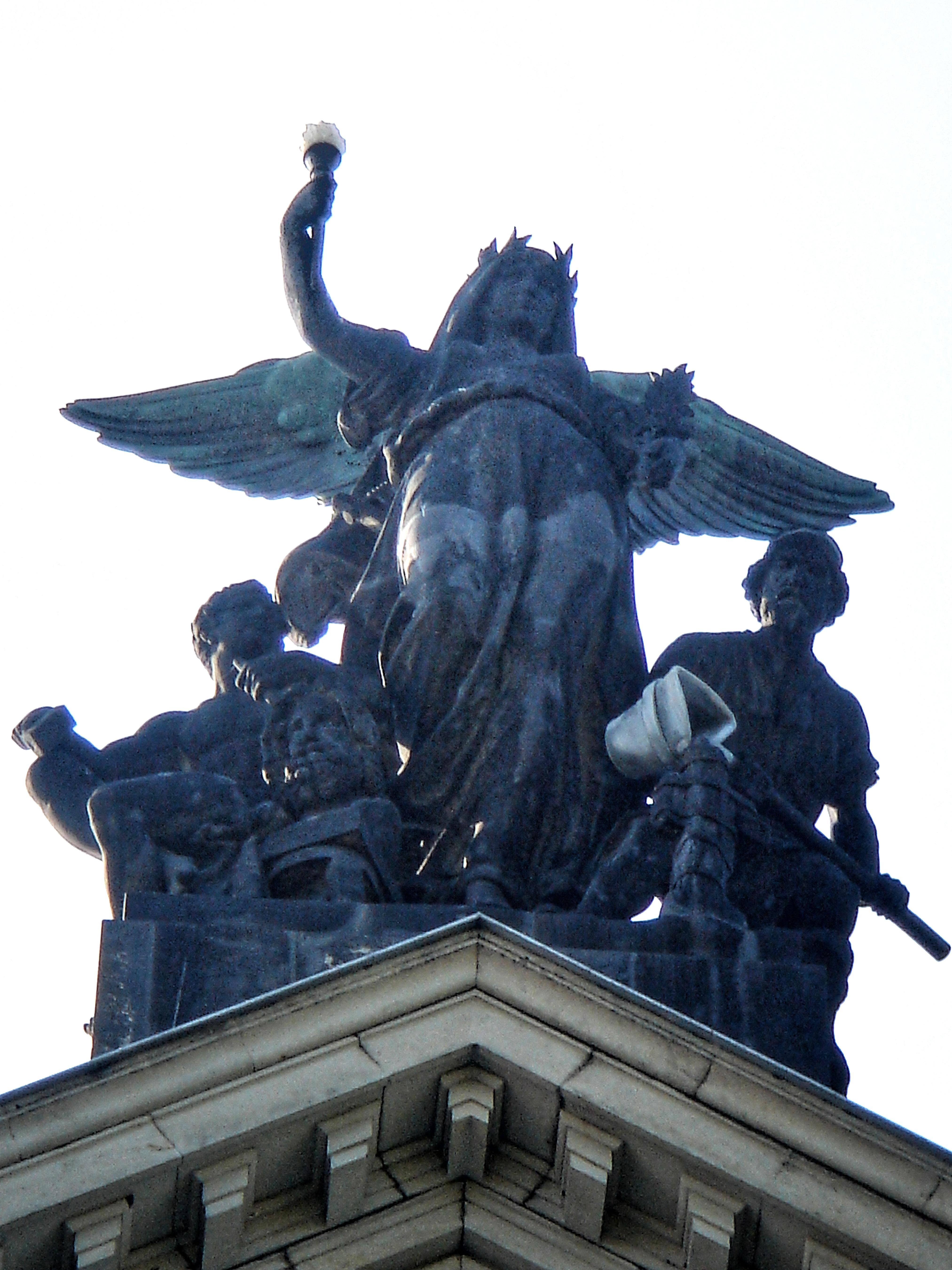 Dresden Hochschule für Bildende Kuenste, Dresden, Denkmal Gottfried Semper vor Lipsiusbau der Kunst