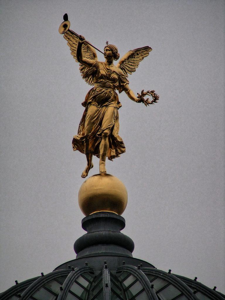 Robert Henze, sculptor of - Fama, Dresden_Hochschule für Bildende Kuenste