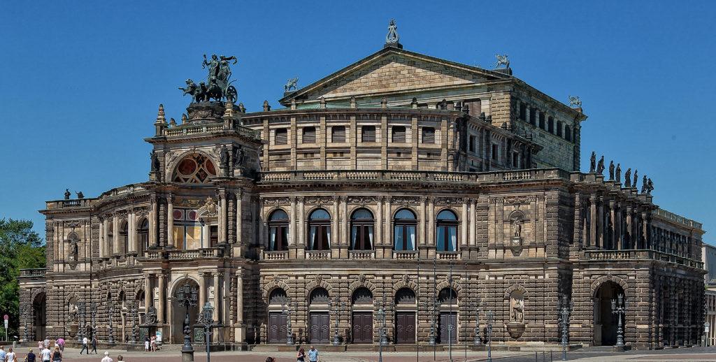 Dresden Semperoper, 1841 Das erste Königliche Hoftheater von Gottfried Semper, das in den Jahren 183